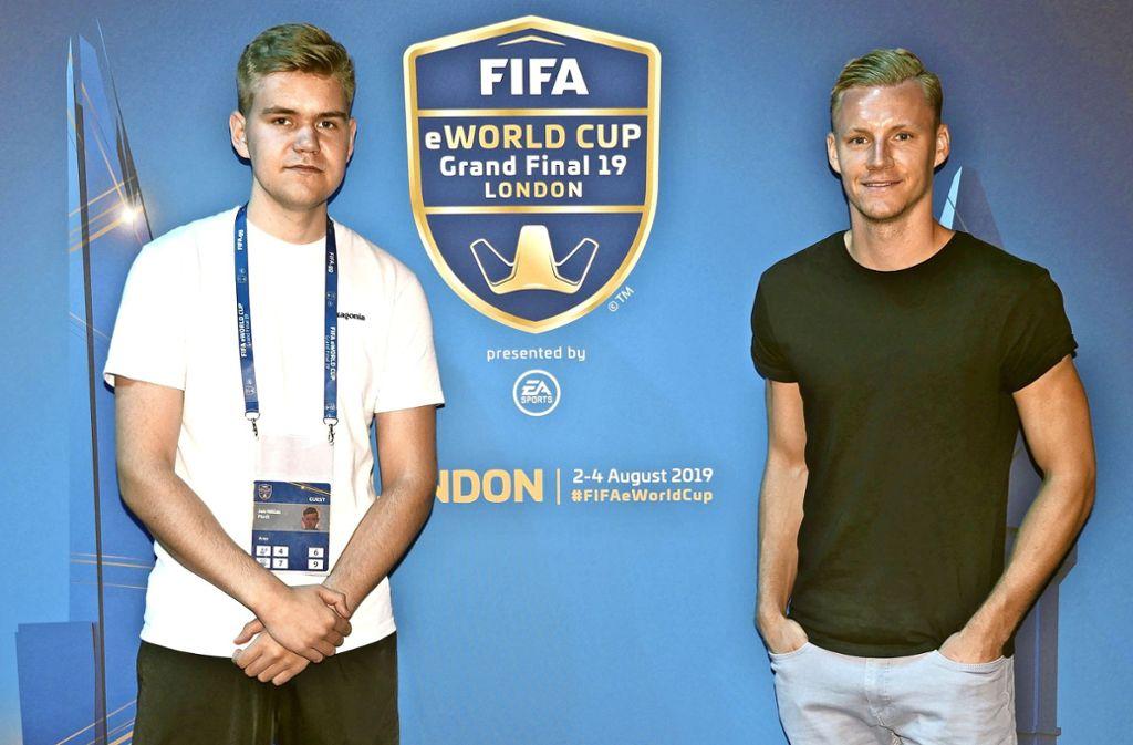 Das erste Treffen findet in London statt: Niklas Flöck (links), Bernd Leno. Foto: privat