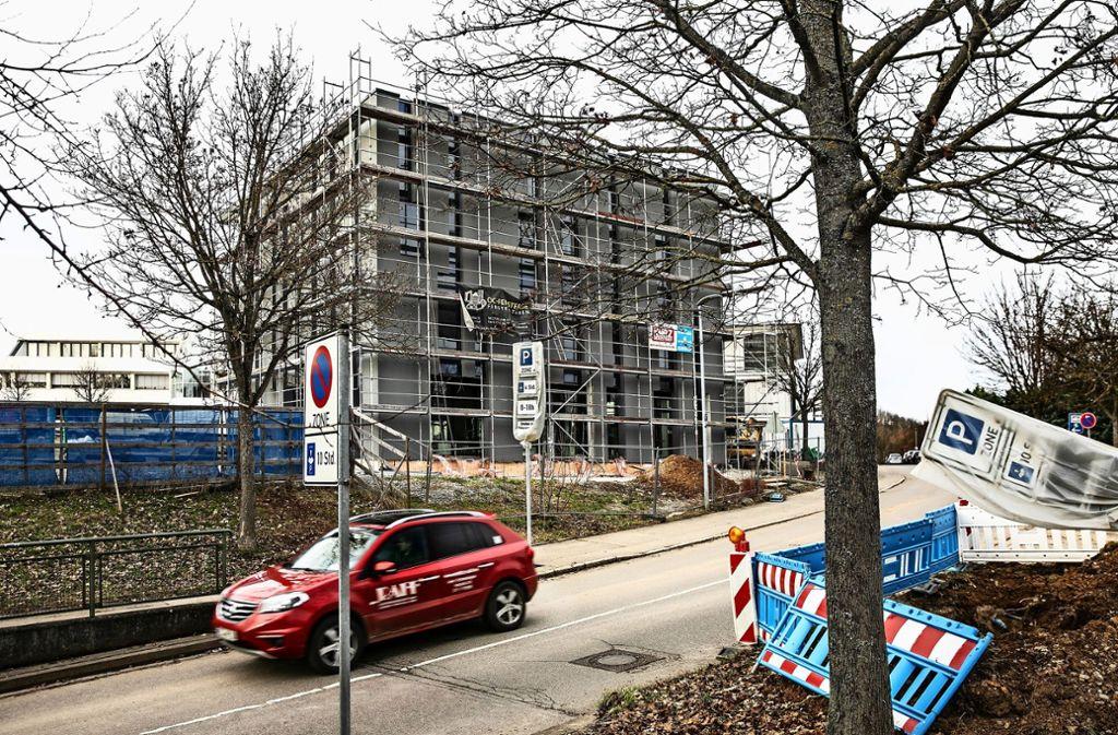 Die Moschee auf den Fildern trägt seit Monaten Gerüst. Wie und wann sie fertig gebaut wird, ist weiter strittig. Foto: Pressefoto Horst