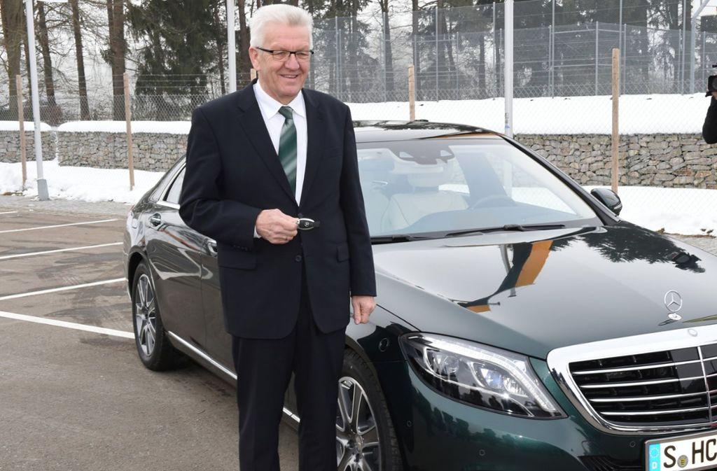 Winfried Kretschmann mit seinem Dienstwagen. Foto: dpa