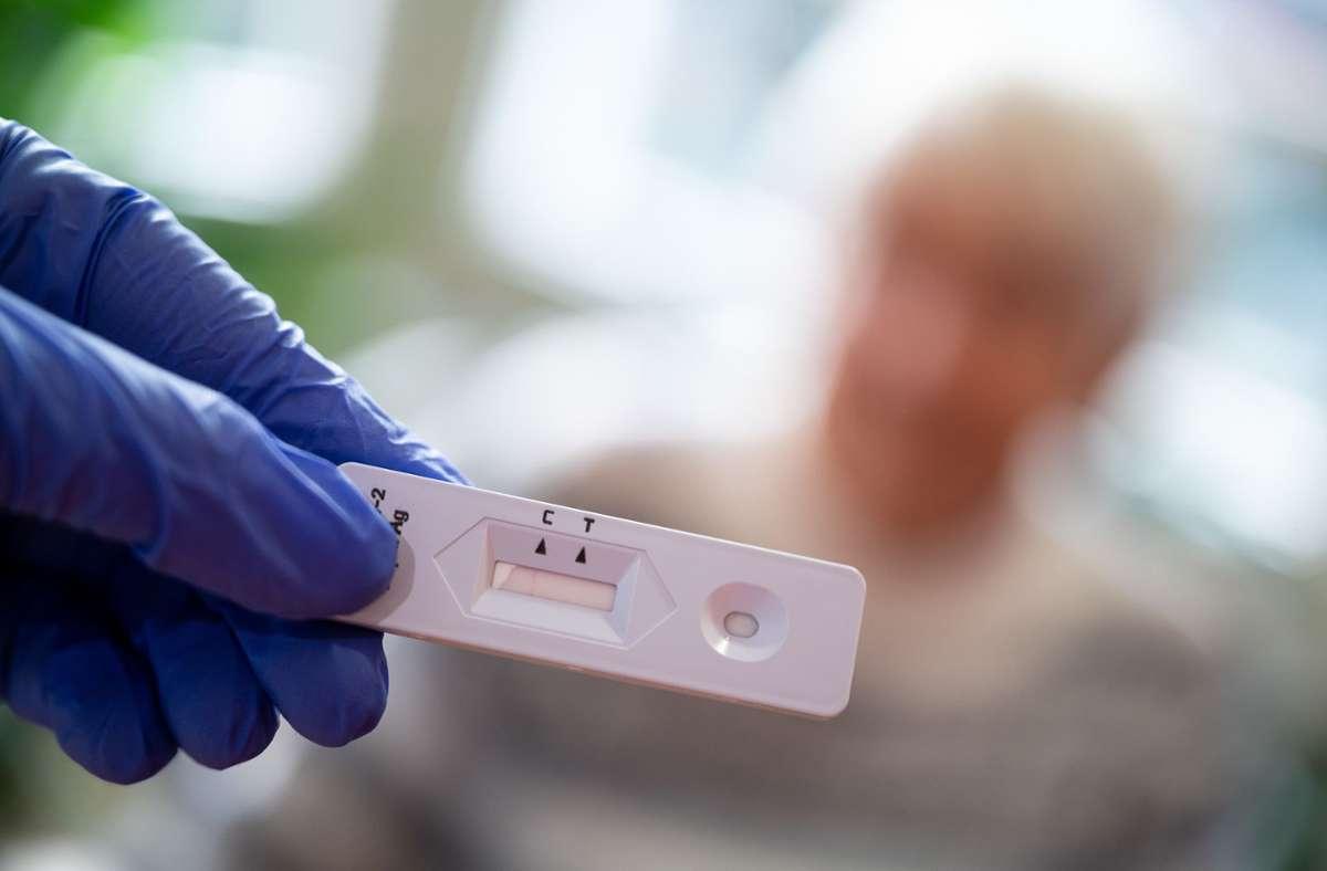 Bei einem Antigen-Schnelltest wurden die Corona-Infektionen der Senioren festgestellt. Foto: dpa