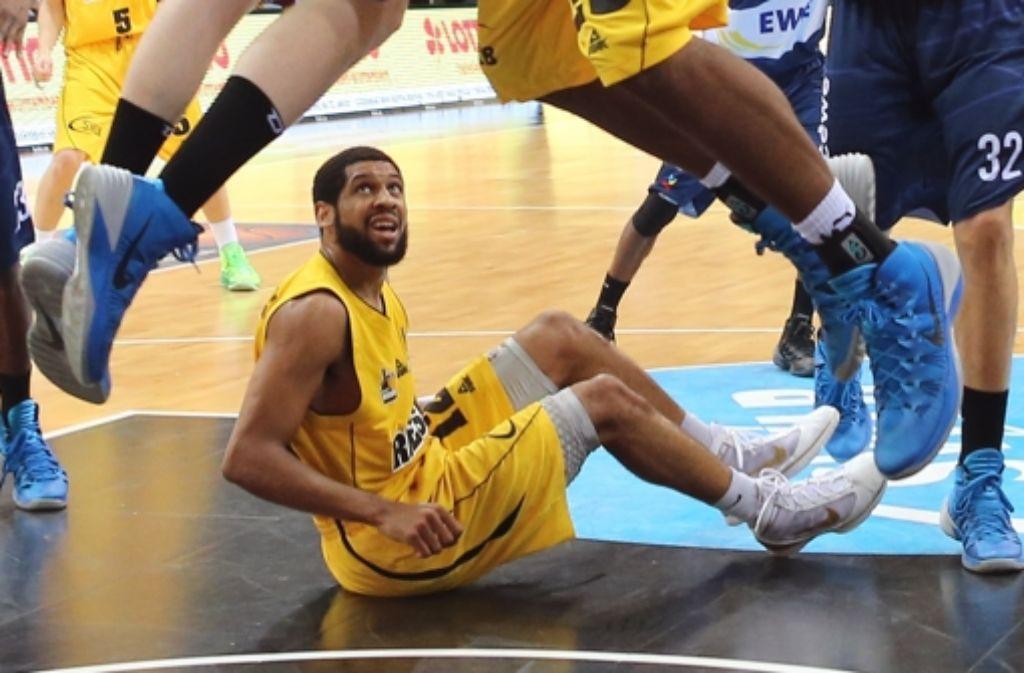 Die MHP Riesen sind zwar nicht am Boden, aber mit ihrer Leistung nicht zufrieden. Daher will der Basketball-Bundesligist dem US-Amerikaner Coby Karl das gelbe Leibchen überziehen. Foto: Pressefoto Baumann