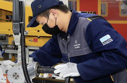 Daimler kauft sich in Batterie-Champion ein