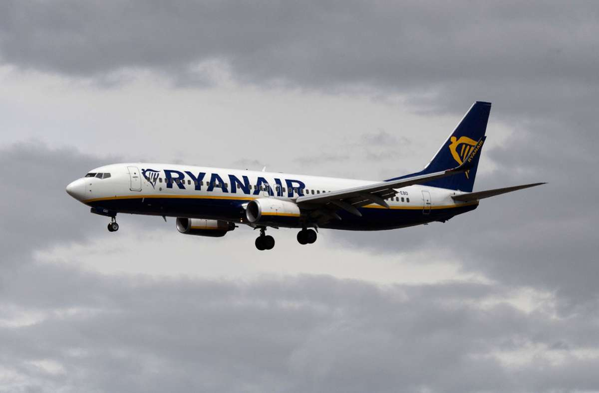 Ryanair bietet wieder weniger Flüge an. Foto: dpa/Boris Roessler