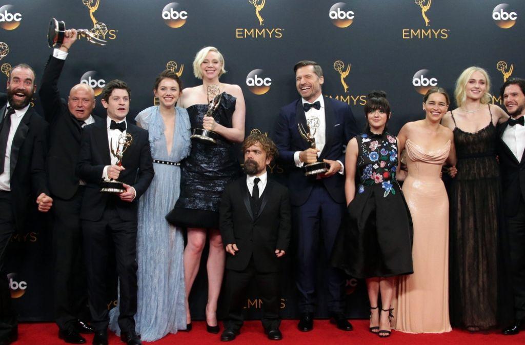 """Hatten allen Grund zum Jubeln: Die Crew von """"Game of Thrones"""" bei der Emmy-Verleihung. Foto: EPA"""