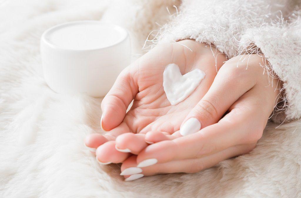 Reichhaltige Handcreme selber machen - So gehts! Foto: FotoDuets/Shutterstock