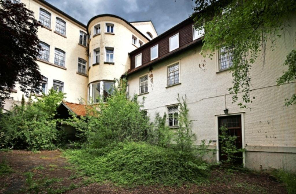 Die alten Gemäuer des ehemaligen Jugendheims Schönbühl sollen  modernen Plusenergiehäusern Platz machen. Foto: Gottfried Stoppel