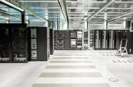 Deutschlands schnellster Computer geht in Stuttgart ans Netz