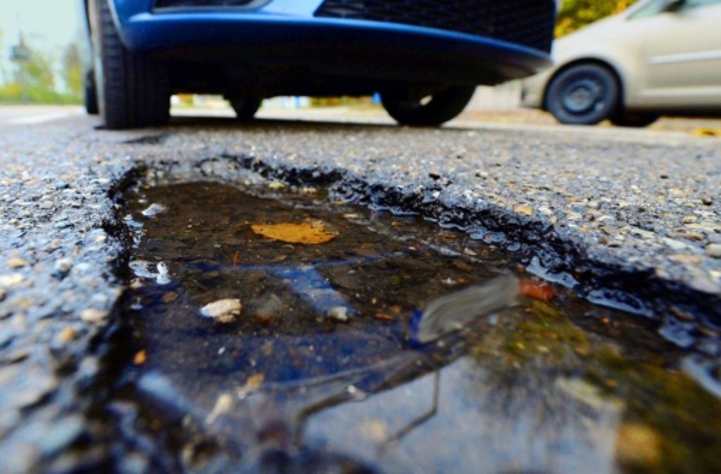 Der Zustand der Straßen im Land ist verbesserungsfähig; das Verkehrsministerium will die Verkehrswege nach der Dringlichkeit sanieren. Das war nicht immer so. Foto: dpa