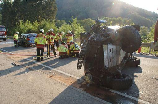 Autofahrer stirbt bei Kollision mit Gegenverkehr