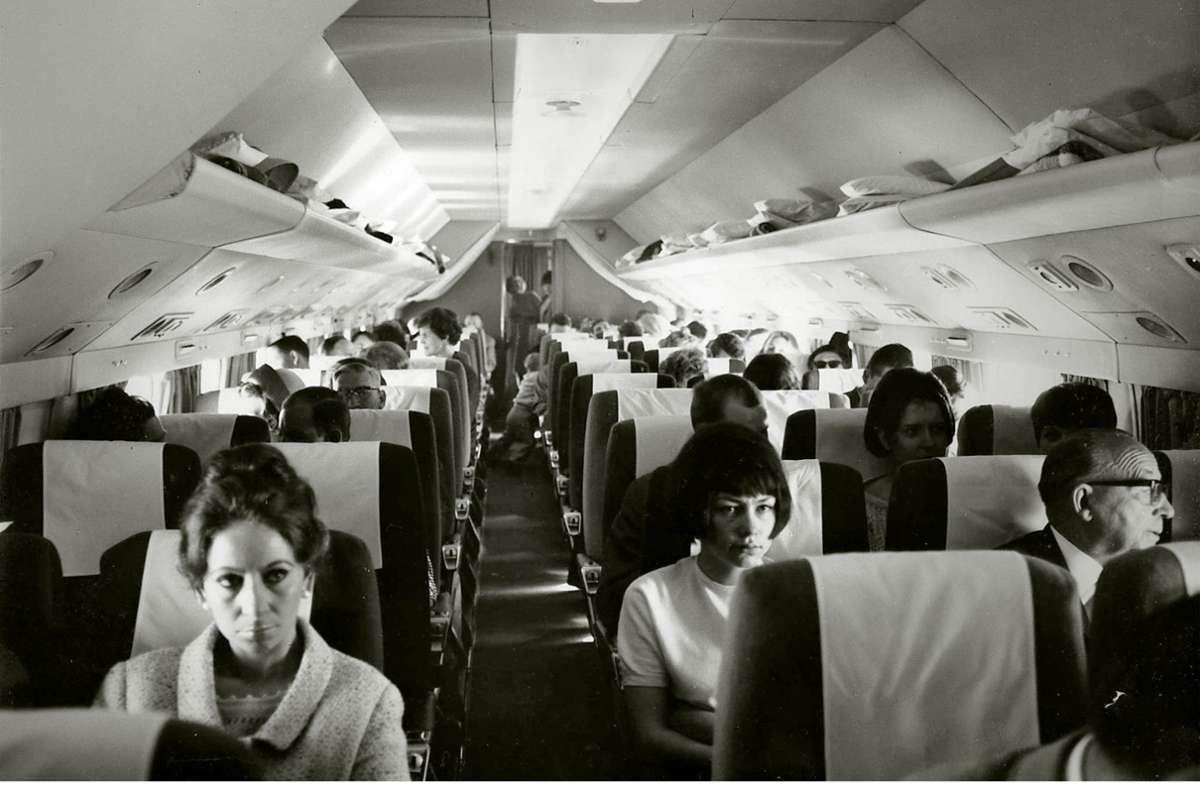Flug  in den Sommerurlaub mit einer Chartermaschine  1965 nach Mallorca Die Treppe zur Abflughalle des im Jahr 2000 abgerissenen Terminals 3 Foto: Hetzel
