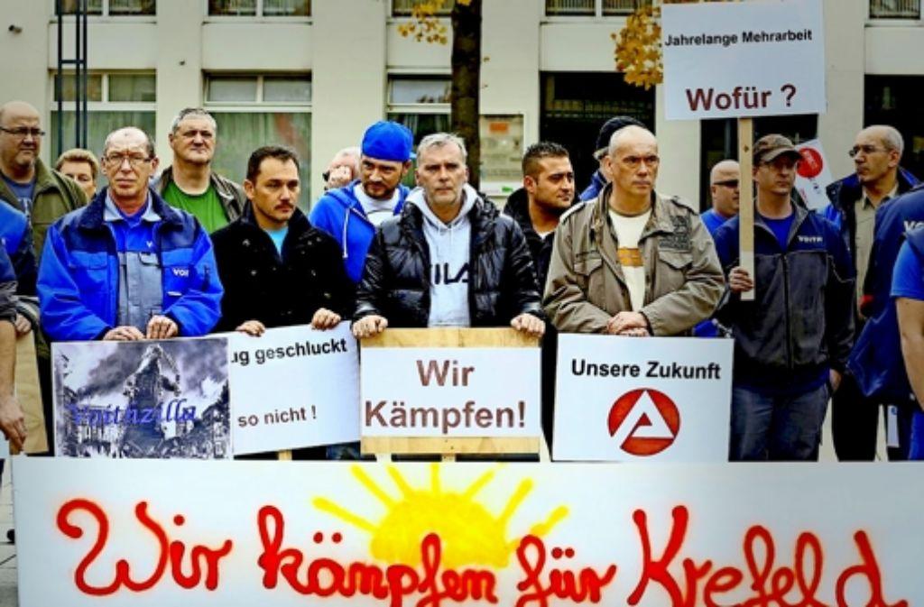 Die Mitarbeiter in Krefeld protestieren gegen die Schließung ihres Papiertechnik-Standorts, den  Voith erst   in den neunziger Jahren übernommen hatte. Foto: IG Metall