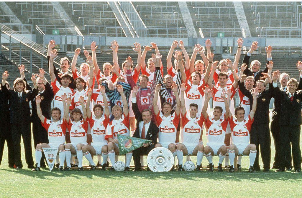 In der Woche nach dem Titelgewinn 1992 posierte die Meistermannschaft des VfB Stuttgart für unsere Redaktion im Stuttgarter Stadion. Foto: Baumann