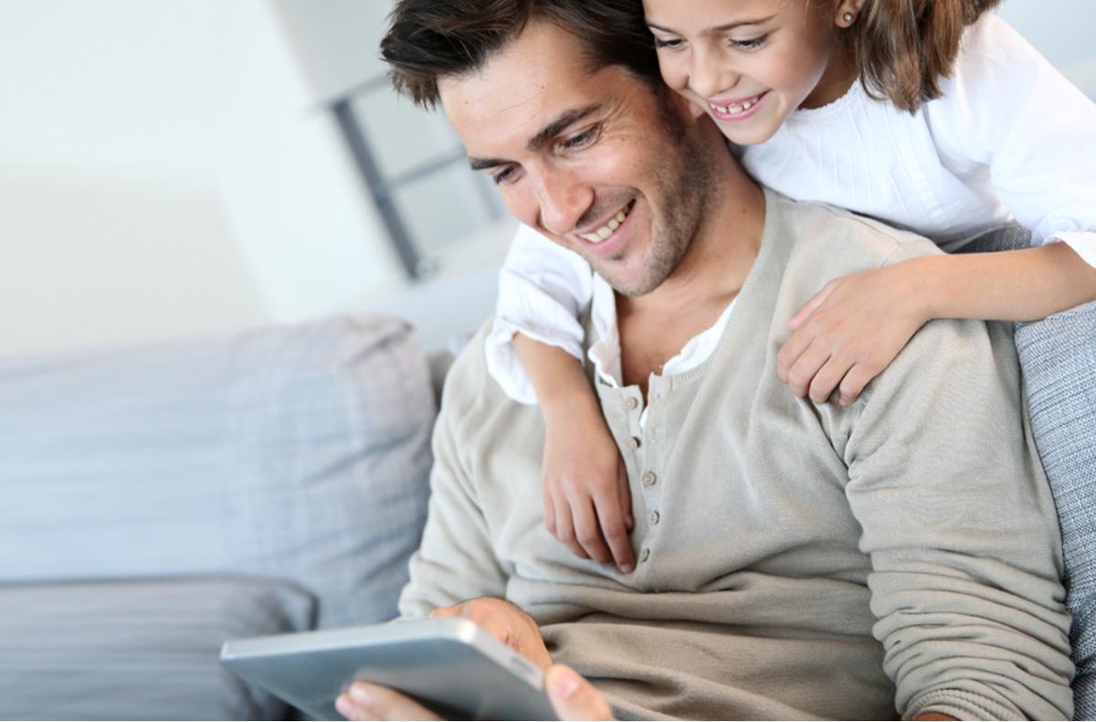 Beim Ausprobieren merkt man schnell, wie die einzelnen Funktionen ineinander greifen und Ihren Alltag sicherer und energiesparender machen. Foto: Copyright Adobe Stock