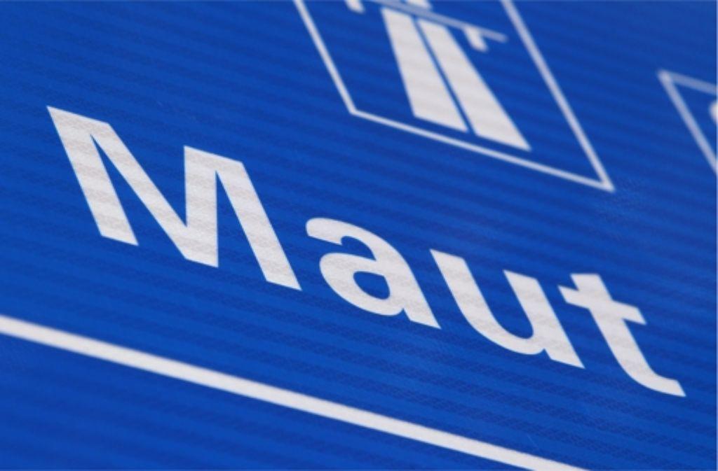 Am Montag will der Deutschlands Verkehrsminister Alexander Dobrindt seine Pläne zur Pkw-Maut vorstellen. Foto: dpa