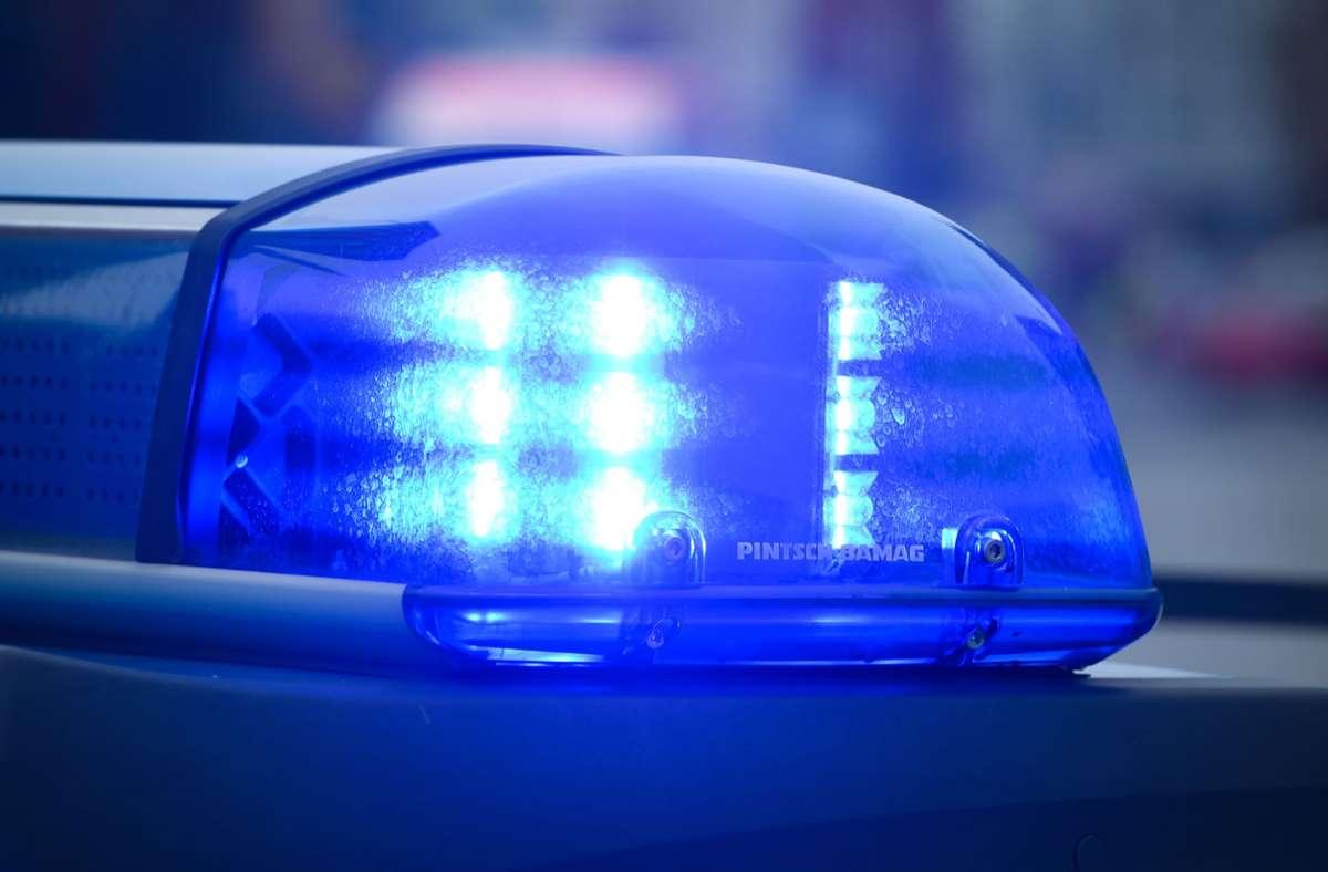 Die Polizei behielt den Führerschein des 22-Jährigen ein. (Symbolbild) Foto: picture alliance / dpa/Patrick Pleul