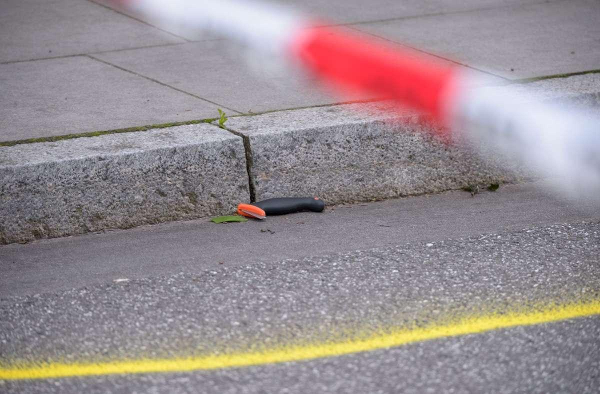 Die Staatsschutzabteilung soll prüfen, ob oder inwieweit der Angreifer aus religiösen Motiven handelte. Foto: dpa/Jonas Walzberg