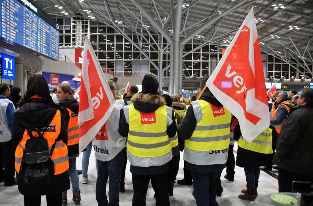 Die Gewerkschaft Verdi hat am Donnerstag die Mitarbeiter der Sicherheitsdienstleister an drei Flughäfen zum Streik aufgerufen. Foto: SDMG
