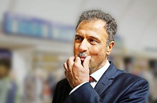 Claus Weselsky ist seit fast acht Jahren Bundesvorsitzender der Gewerkschaft Deutscher Lokomotivführer (GDL). Der 57-jährige Sachse lernte Lokführer und Schlosser bei der  Reichsbahn und machte nach der Wende als Gewerkschafter  eine steile Karriere. Foto: dpa