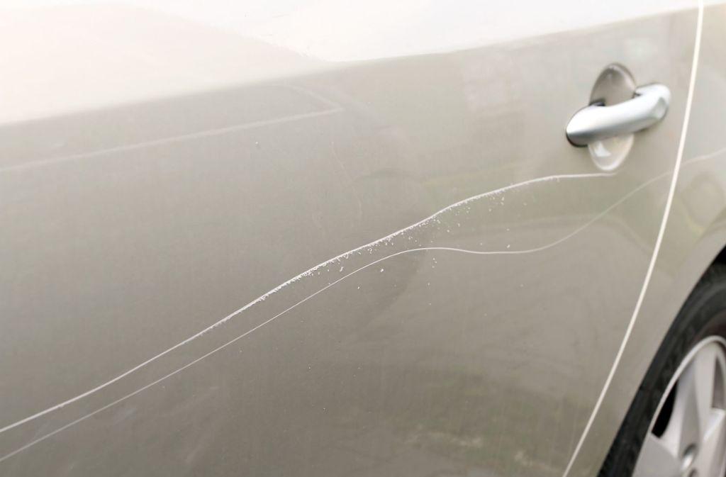 Unbekannte haben in Möhringen vier Autos zerkratzt. (Symbolbild) Foto: Shutterstock/Jemny