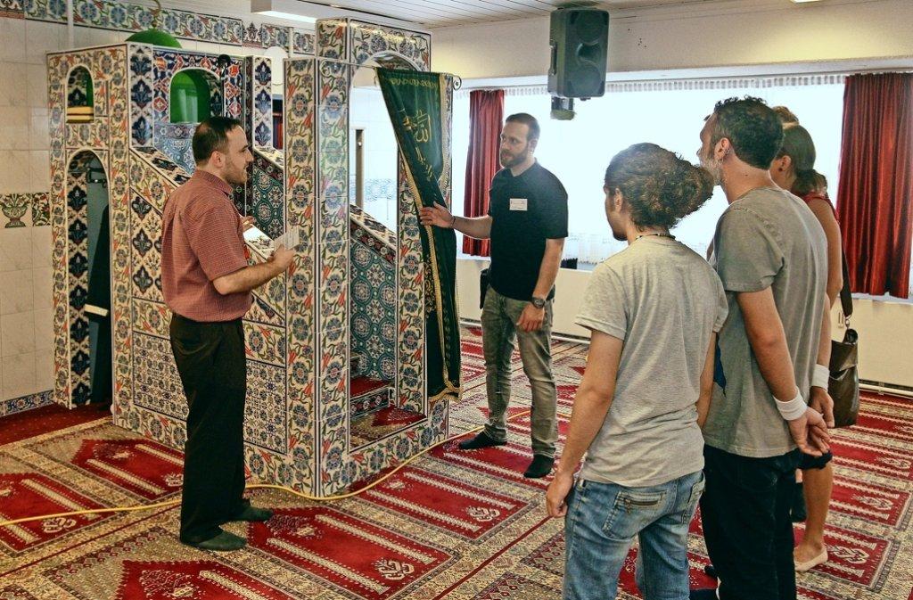 Beim Maifest erhalten die Besucher auch einen Einblick in die Moschee. Foto: factum/Bach