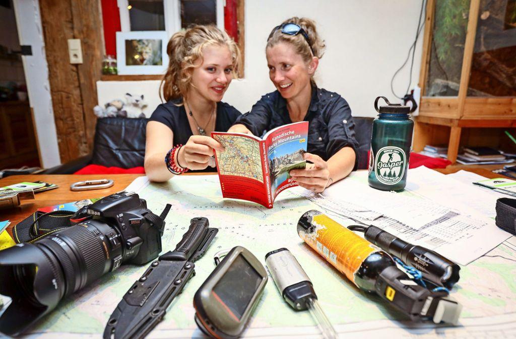 """""""Die Wanderungen haben uns zusammengeschweißt"""", sagen Verena Schmidt und ihre Tochter Annalena. Beim Emerald Lake kann man zu bedeutenden geologischen Fundstätten wandern. Foto: factum/"""