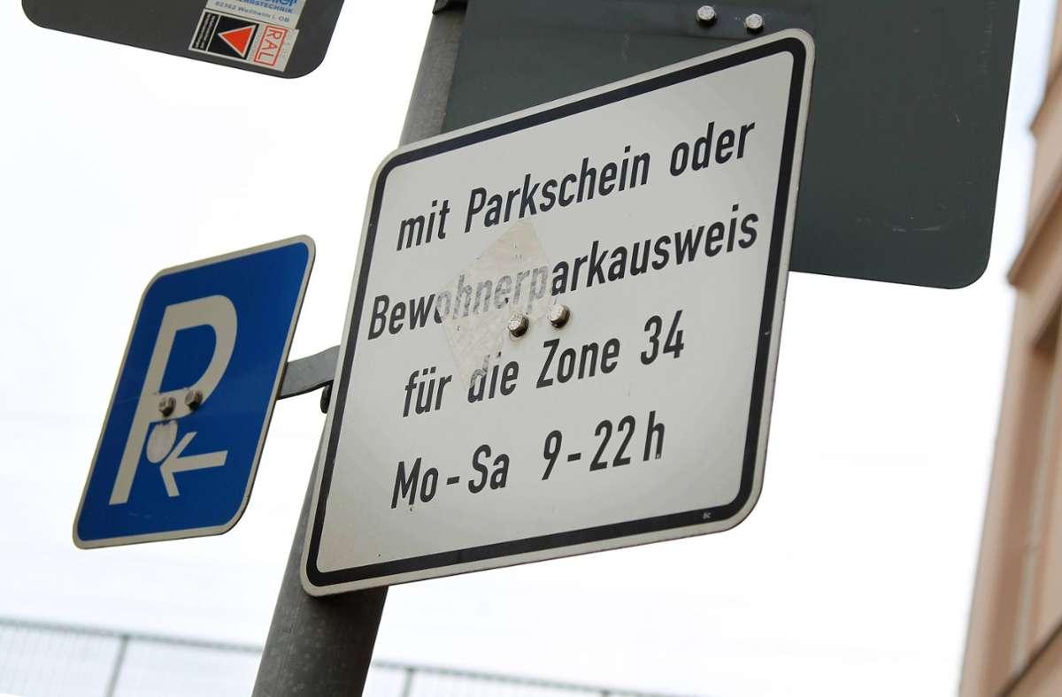 Der Bewohnerparkausweis könnte in vielen Städten bald teurer werden (Symbolbild) Foto: imago/Andreas Gora/Gora