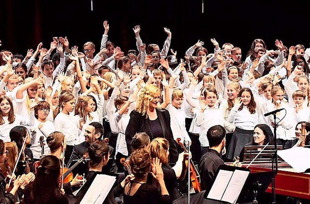 """Gemeinsam ist am besten: die Internationale Bachakademie Stuttgart realisiert das Musikvermittlungsprojekt """"BachBewegt!Singen!"""" im Schuljahr 2020/21. Foto: Holger Schneider"""