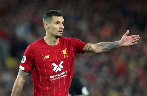 Spieler des FC Liverpool grätscht Sohn im Garten um