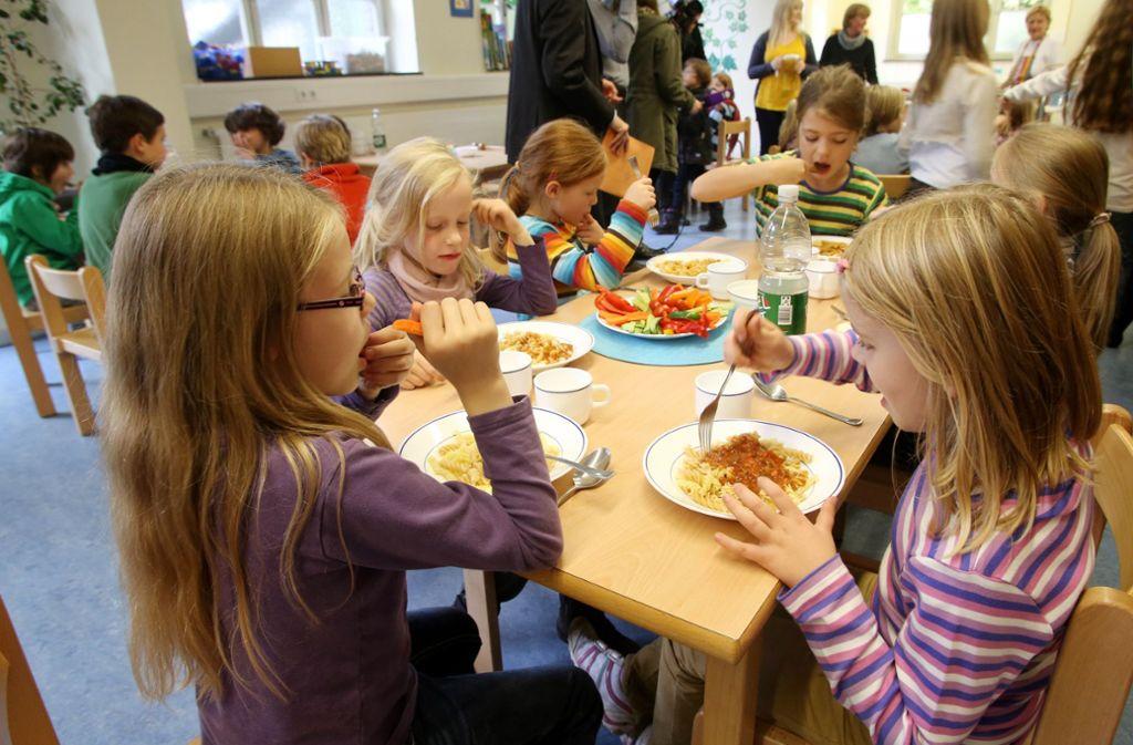 In Schulen soll gesunde Ernährung eine größere Rolle spielen. Foto: dpa