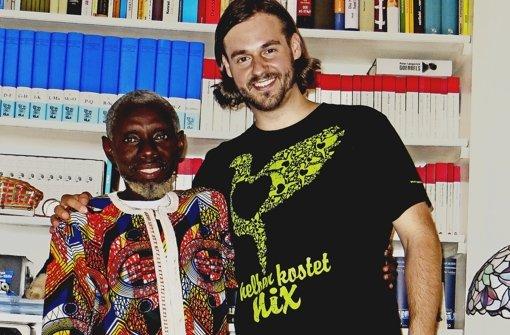"""Andreas Veljkovic hat die Spenden-Plattform """"Helfen kostet nix"""" vor sieben Jahren eröffnet. Neben vielen sozialen und kulturellen Projekten im Kreis Göppingen und der Region unterstützt  er auch die Schule des   gambischen Schulleiters  Sambou Kanteh. Foto: privat"""