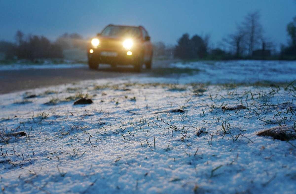In Stuttgart ist in der Nacht zum Dienstag Schnee gefallen – wie hier in Stuttgart-Rotenberg. Foto: Andreas Rosar Fotoagentur-Stuttg