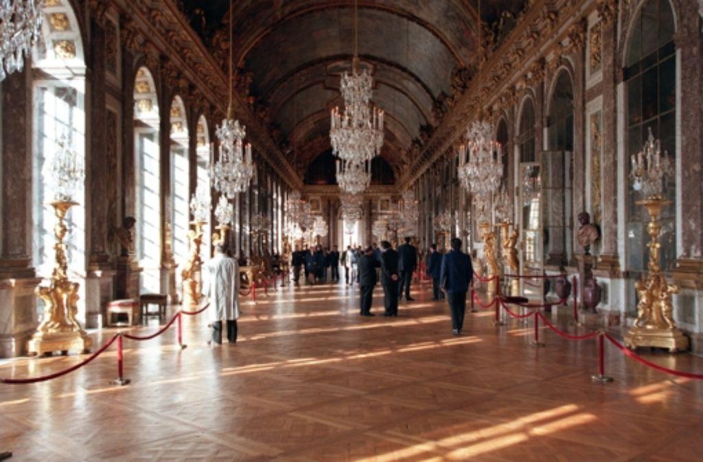 Besucher im Spiegelsaal des französischen Versailles – wir suchen das Pendant im Schwabenland. Foto: dpa