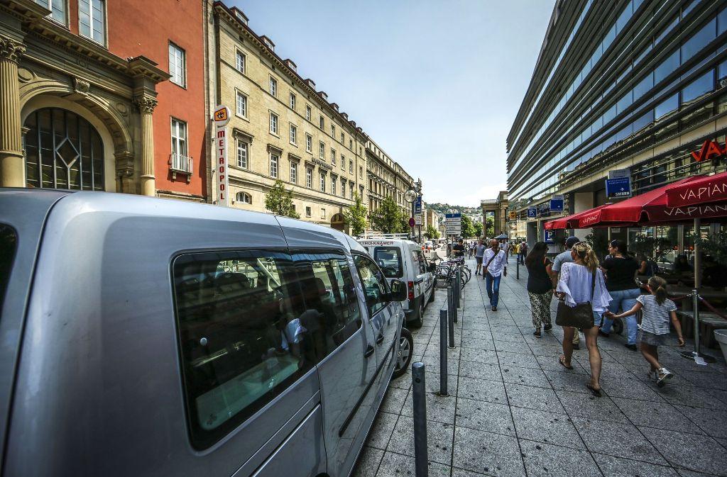 Noch säumen Autos in manchen Straßen im Zentrum den Weg der Fußgänger – das soll sich ändern. Foto: Lichtgut/Leif Piechowski