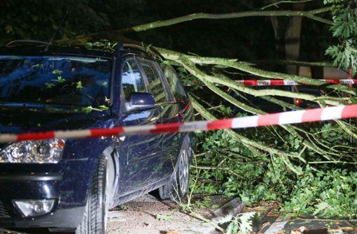 """Gewittertief """"Nadine"""" legt Verkehr lahm – mehrere Verletzte"""