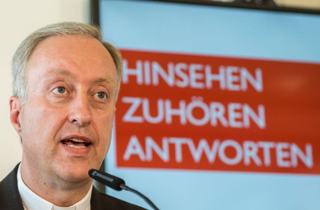 Der Regensburger Generalvikar Michael Fuchs stellt den Missbrauchs-Bericht in Regensburg vor. Foto: dpa