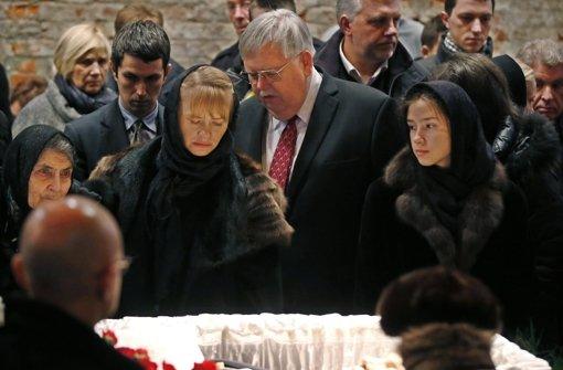 Tausende nehmen Abschied von Ermordetem