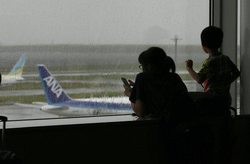 Taifun legt Bahn- und Flugverkehr in Japan lahm