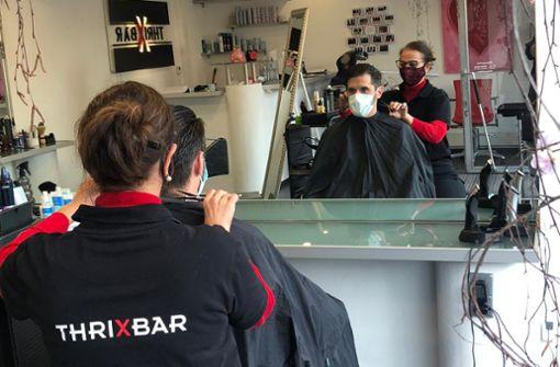 Wulla Andrikou in ihrem Salon ThrixBar in Stuttgart-Möhringen: Meine Kunden sind sensationell. Alle tolerant hinsichtlich der Hygienevorschriften und sehr froh darüber, dass sie wieder eine Frisur bekommen.
