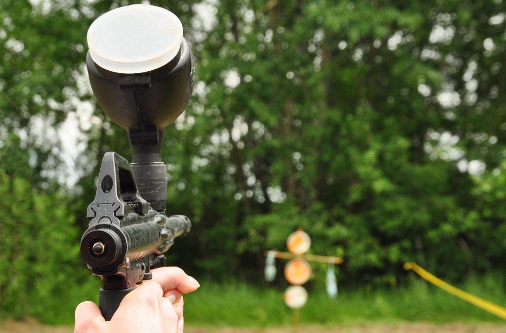 Der Verdächtige kam mit einer Paintballwaffe in die Kneipe (Symbolbild). Foto: Kravka/shutterstock