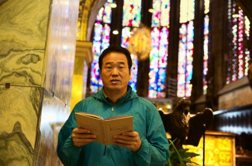 Die Unesco-Liste des Welterbes gibt seine Reiseroute vor: der Milliardär und Gelegenheitsautor Huang will 981 Denkmäler in zehn Jahren besuchen. Eine der ersten Stationen ist der Aachener Dom. Foto: Tobias Zaft