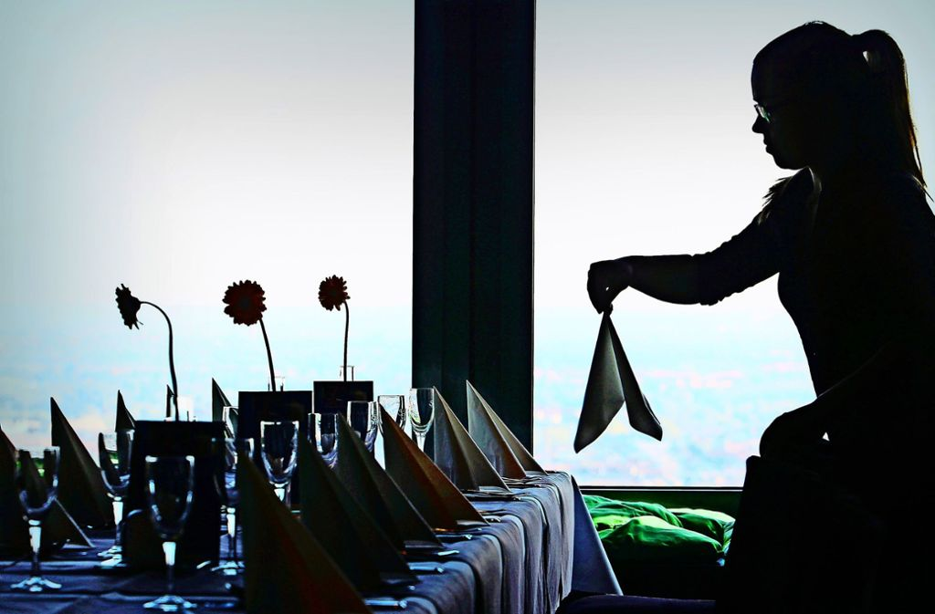 In der Gastronomie ist Schwarzarbeit nach Erkenntnissen der Gewerkschaft traditionell attraktiv. Foto: dpa