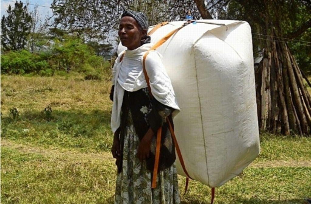 Der volle Biogas-Rucksack wiegt nur etwa vier Kilogramm. Foto: privat