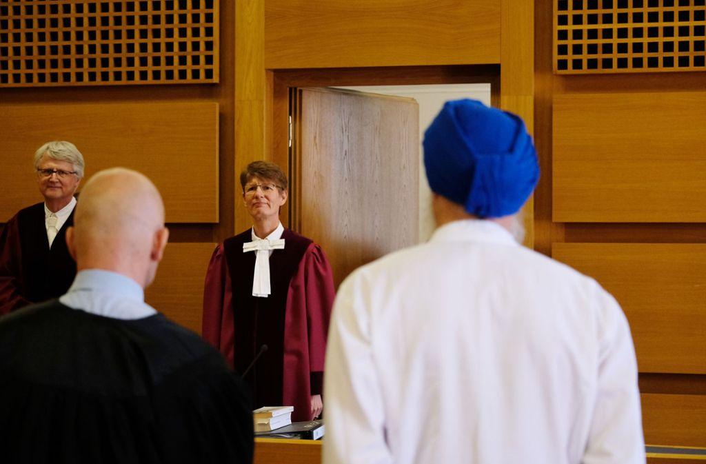 Auch für Sikh-Anhänger gilt die Helmpflicht in Deutschland. Foto: Sebastian Willnow/dpa-Zentralbild