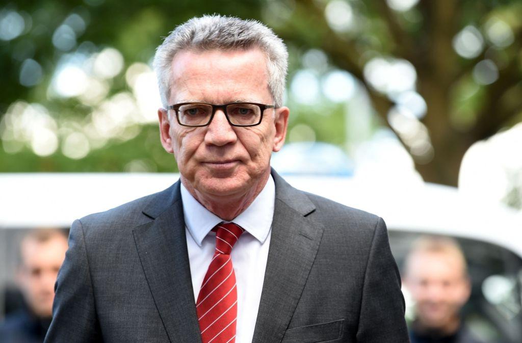 Bundesinnenminister Thomas de Maizière will die ärztliche Schweigepflicht lockern. Foto: dpa