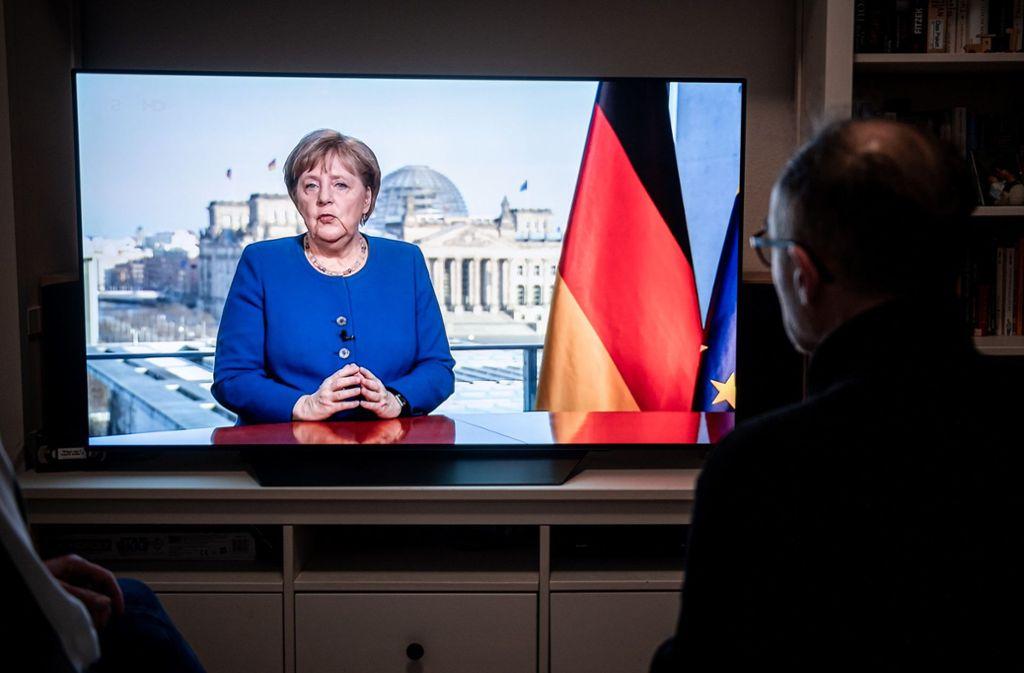 Angela Merkel sprach am Mittwochabend zum deutschen Volk. Foto: dpa/Fabian Strauch