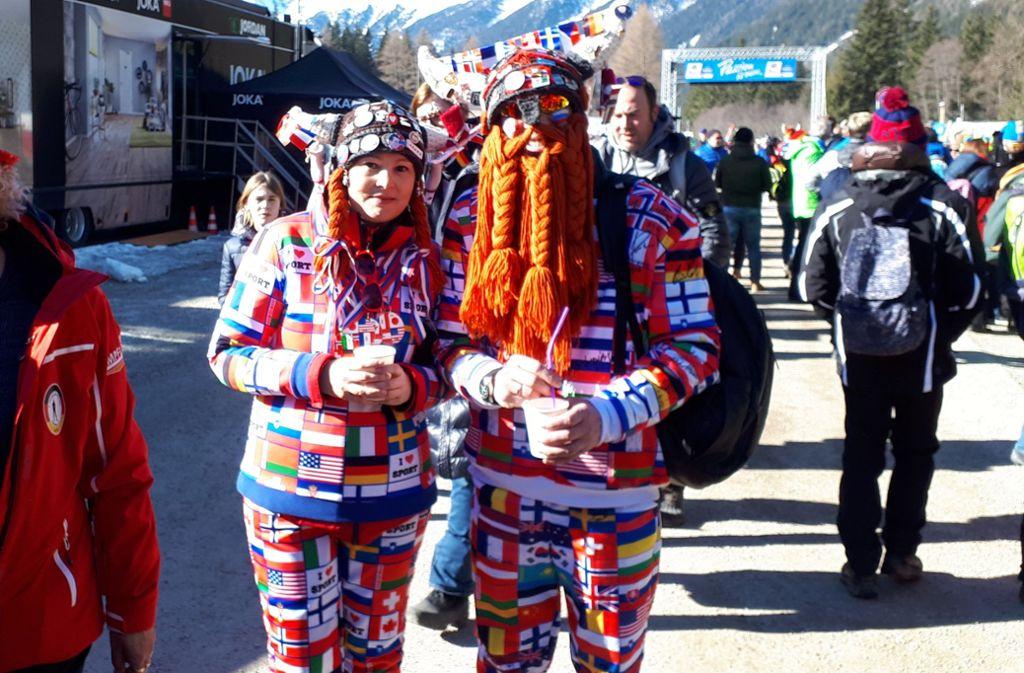 Und zum Abschluss: So international können Biathlon-Fans auch sein. Foto: STZN