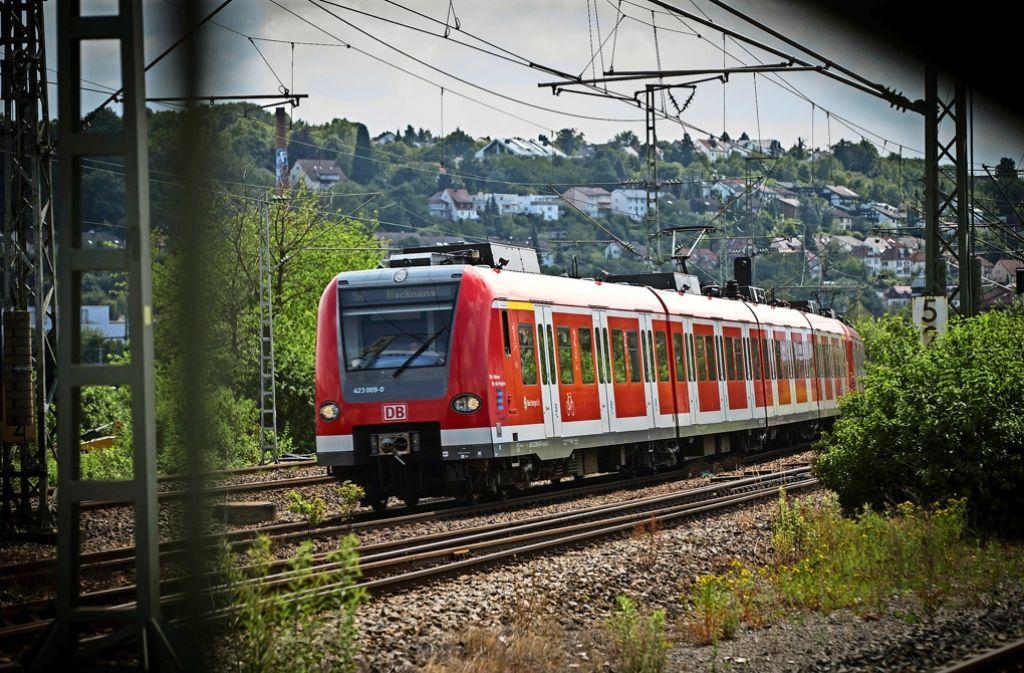 Kritiker bemängeln die Unpünktlichkeit der Bahnen und den schlechten Zustand der technischen Infrastruktur. Foto: Lichtgut/Achim Zweygarth