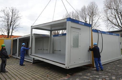 Polizei bereitet Container für Proteste vor