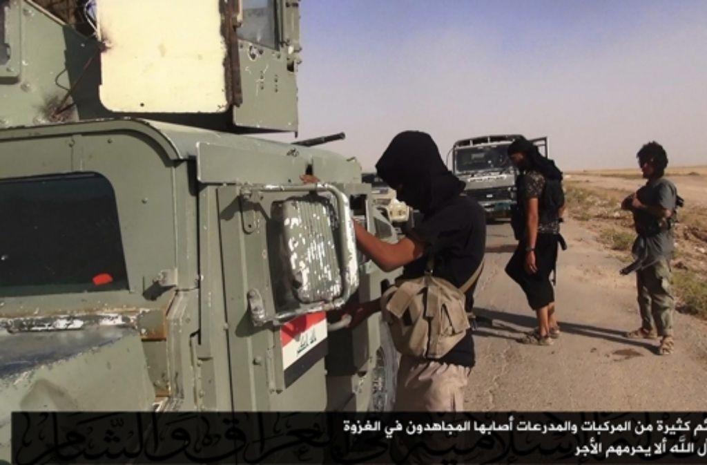 Die Terrormiliz Islamischer Staat hat die USA per Video gewarnt. (Archivbild) Foto: dpa
