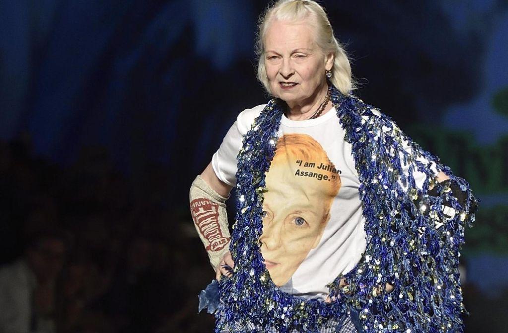 """Die """"Godmother"""" des Punk Vivienne Westwood ist immer für eine Überraschung gut: Bei ihrer Schau in Mailand hat sie sich mit Julian Assange solidarisiert. Foto: dpa"""